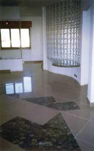 Progetti - Cosenza - la parete in vetrocemento che divide il soggiorno ...