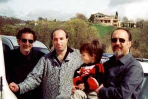 Francesco Saverio Alessio, Domenico Arcuri degli Acquaraggia e l'architetto Pier Paolo Guzzo della GUVI Progetti con il figlio Giovanni in braccio a Tarquinia nel 2001